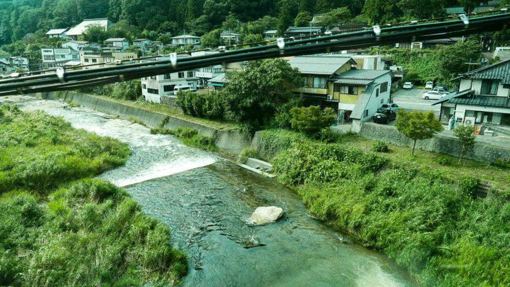 山寺駅付近を流れる立谷川