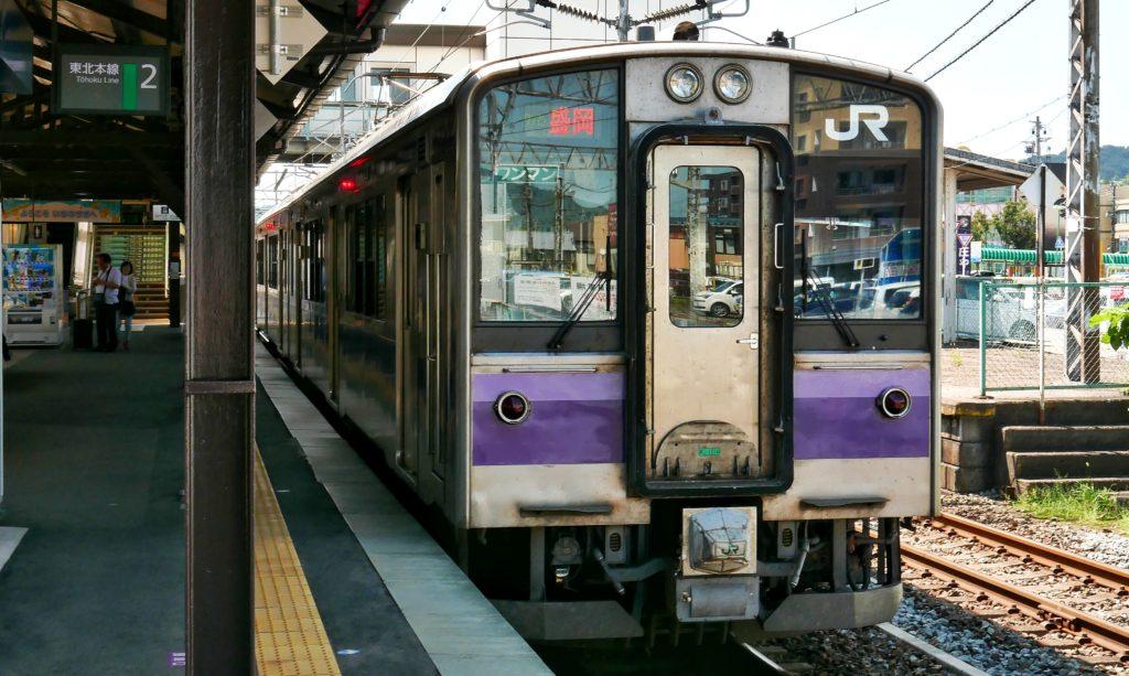 東北本線の盛岡行き普通列車