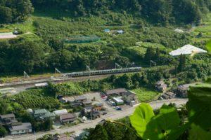 仙山線と夏の山寺